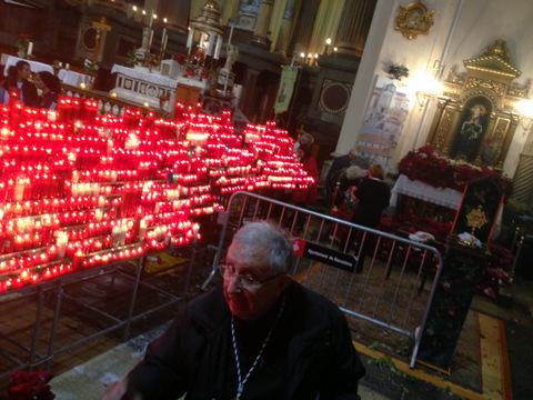 El Raval ha viscut amb roses, espelmes i devoció la festa de Santa Rita