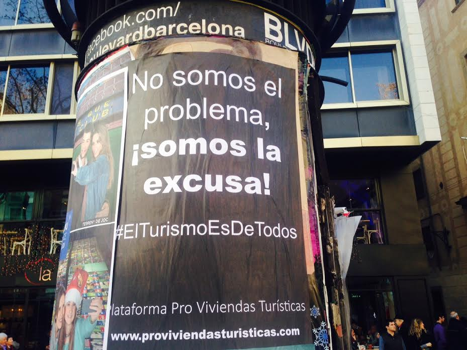 """La """"Plataforma Pro Viviendas Turísticas"""" contraataca amb cartells a les Rambles"""