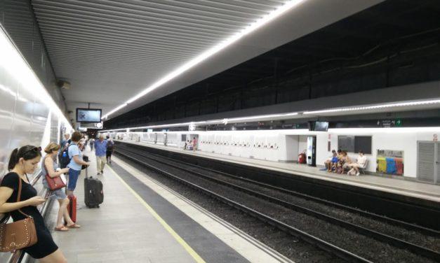 L'estació de tren de Passeig de Gràcia recupera una andana decent, tres anys i mig després