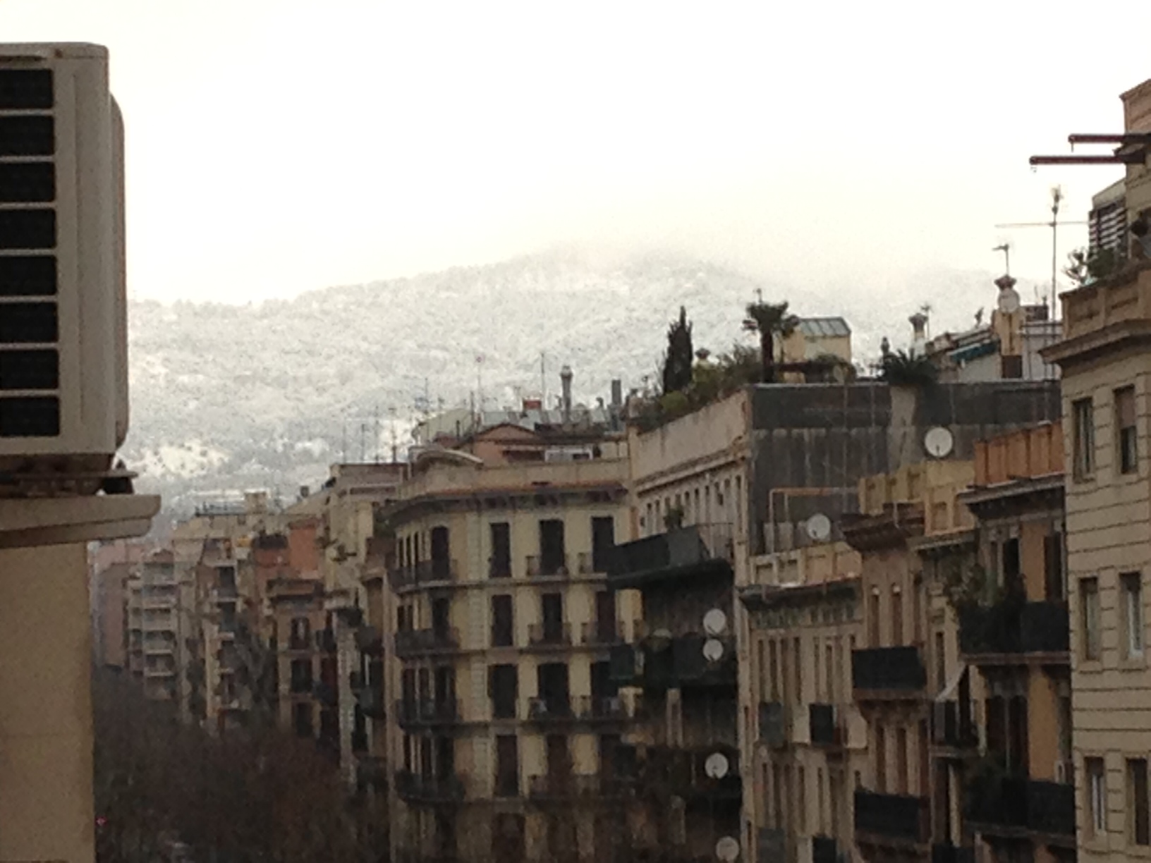 La neu al Tibidabo i a la zona alta de Barcelona compleix les previsions