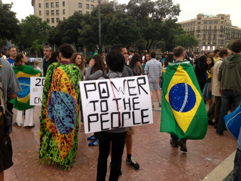 """Brazilians also take to the streets of Barcelona: """"Excuse us, we are changing our country"""""""