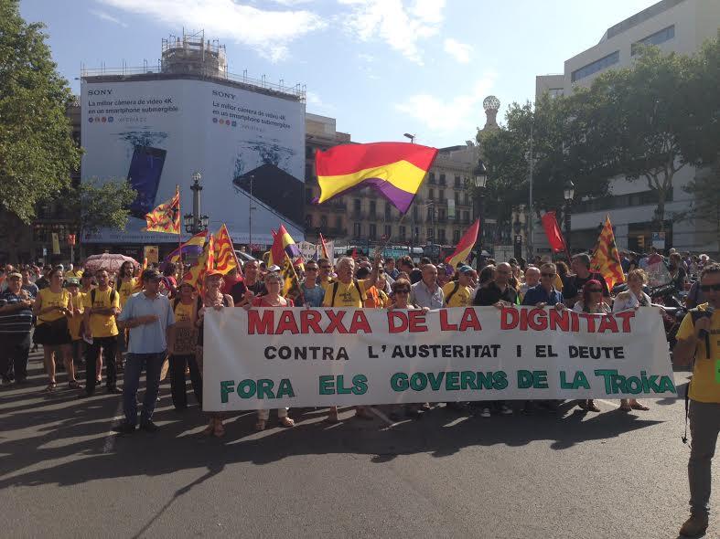 La Marxa de la dignitat aplega unes 3000 persones per encerclar la Generalitat