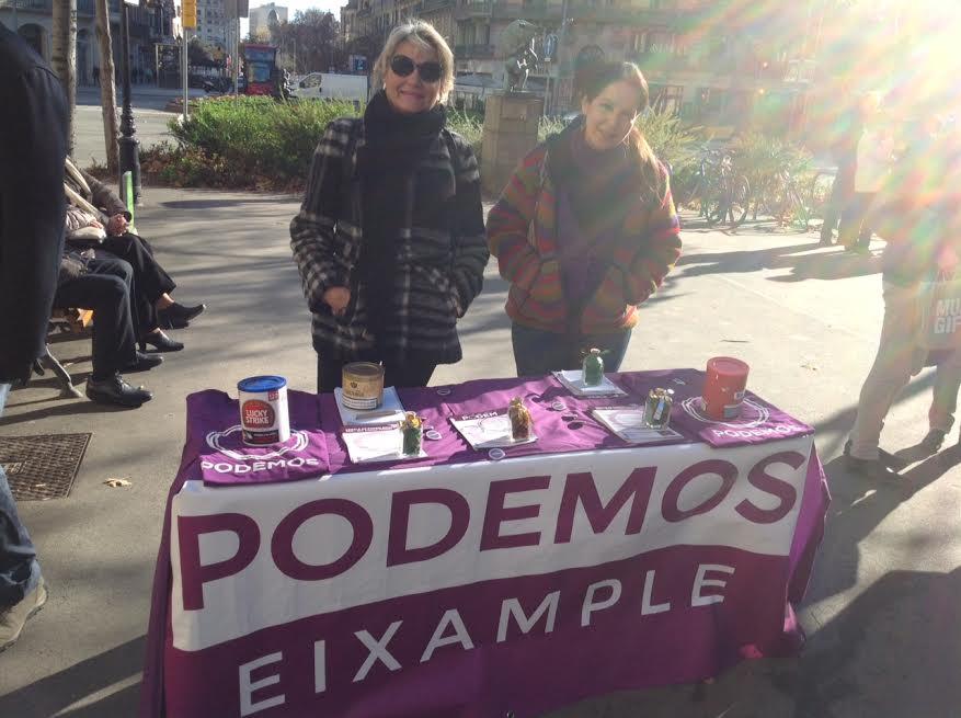 Podemos munta taula a Rambla Catalunya